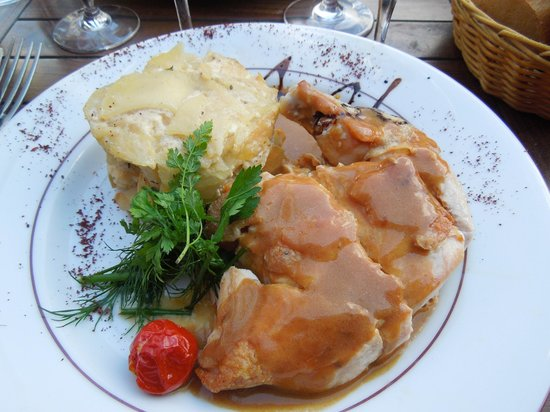 chicken breast with potato gratin picture of le petit. Black Bedroom Furniture Sets. Home Design Ideas