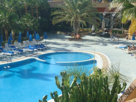 Hotel Faro Jandia & Spa : pool from our room at daytime