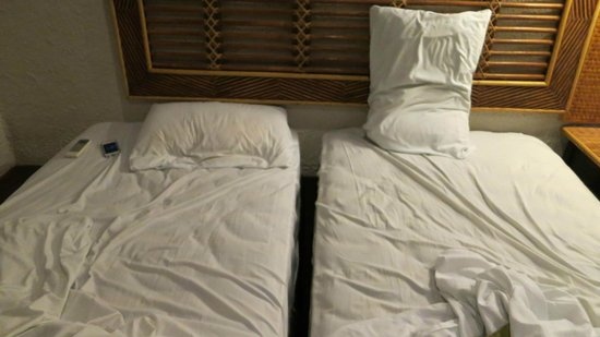 Hotel Granada: Deceiving beds: two singles put together to make it look like a queen. Super uncomfortable.