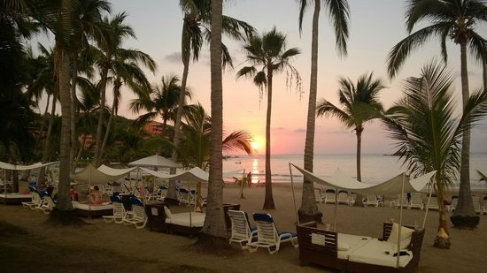 Club Med Ixtapa Pacific: sunset at the beach