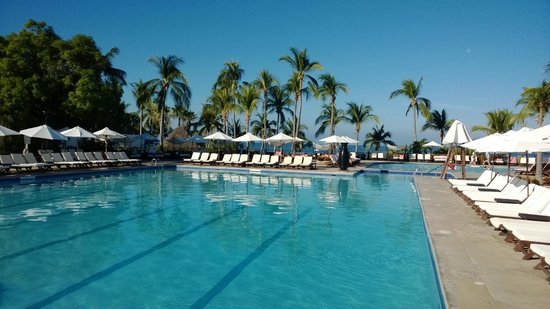 Club Med Ixtapa Pacific: the very warm swimming pool