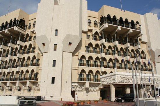 Al Bustan Palace, A Ritz-Carlton Hotel: The front