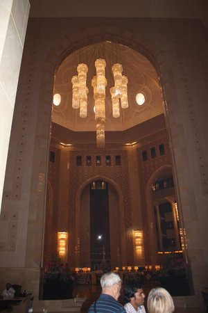 Al Bustan Palace, A Ritz-Carlton Hotel: The lobby
