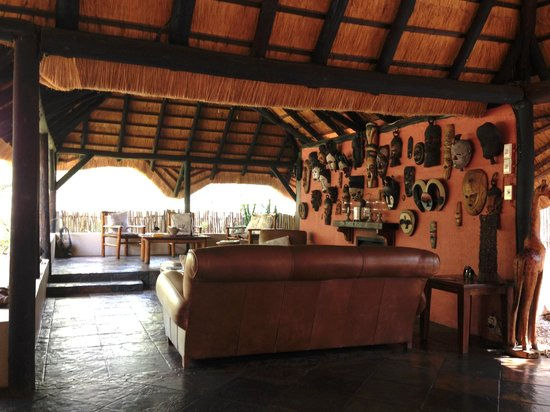 KwaMbili Game Lodge : the lodge, full of books games, and next to the dining area