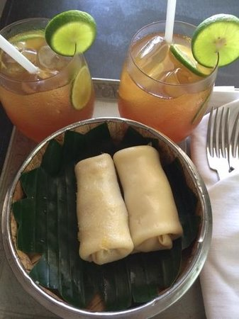 Sojourn Boutique Villas: Welcome drinks and sugar palm pancakes