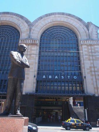 Buenos Aires Local Tours: Carlos Gadel Statue