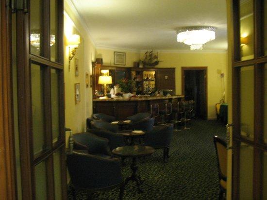 Hotel Napoleon : front desk