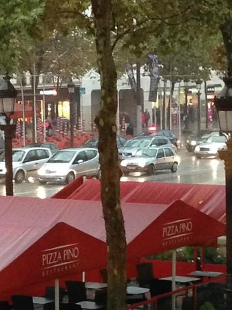 Pizza Pino : Paris in the rain at PINO´S