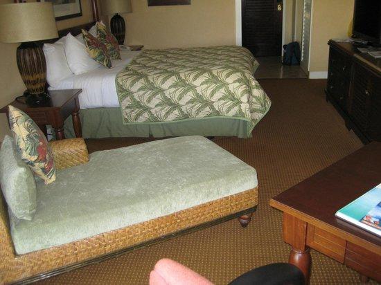 Kauai Beach Resort: Bed and chaise