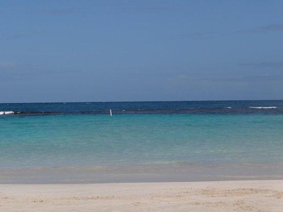 Flamenco Beach: Clear water