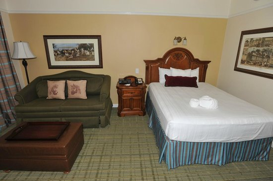 Disney S Saratoga Springs Resort Spa Bed And Pull Out Sofa