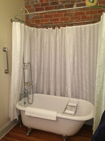 """Grand Highland Hotel: This was bathroom in our room the """"Holiday"""""""