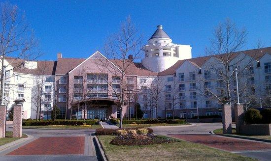 Hyatt Regency Chesapeake Bay Golf Resort, Spa & Marina : Front driveway of resort