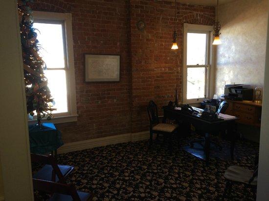Grand Highland Hotel: Front Desk