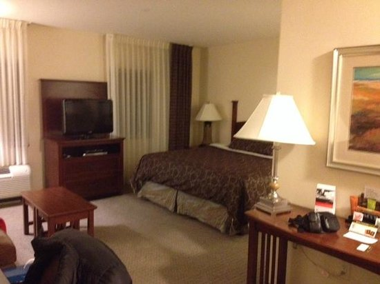 Staybridge Suites Seattle North-Everett: Spacious room