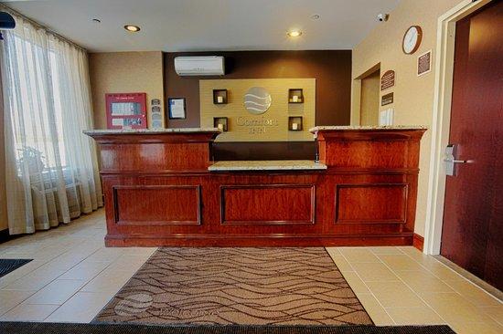Comfort Inn Staten Island : Main Lobby Front Desk