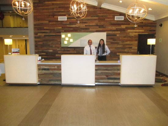 Holiday Inn Buena Park Hotel & Conference  Center: The new reception area with two of the excellent Front Desk Team.