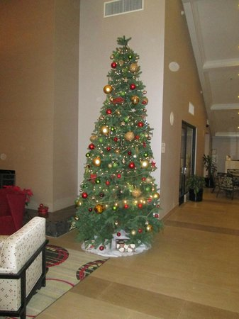 Holiday Inn Buena Park Hotel & Conference  Center : The Christmas Tree in its usual lobby setting!