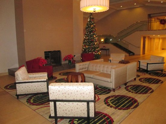 Holiday Inn Buena Park Hotel & Conference  Center : Lobby fireplace and new furniture.