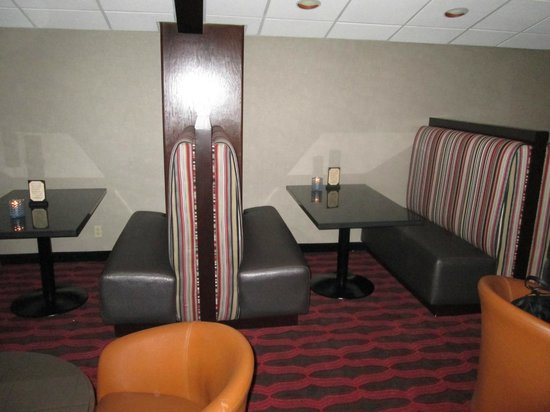 Holiday Inn Buena Park Hotel & Conference  Center: Marbles Lounge, new booths, there are just two.