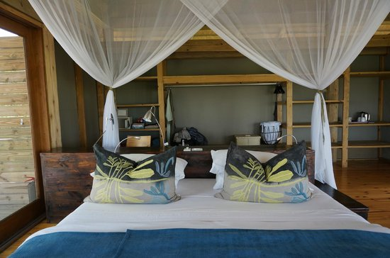 Wilderness Safaris Vumbura Plains Camp: Yoga mat & small weights in the rooms, too