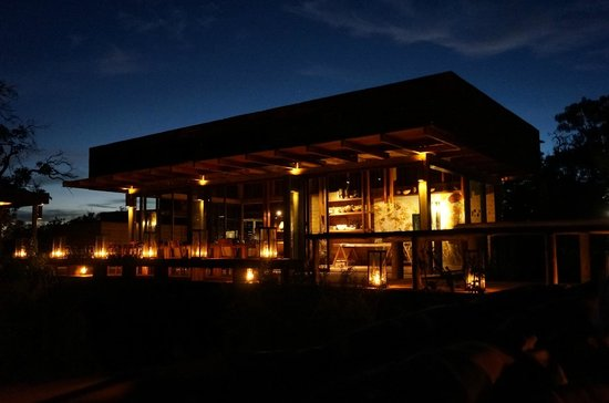 Wilderness Safaris Vumbura Plains Camp: Delicious dining under the stars