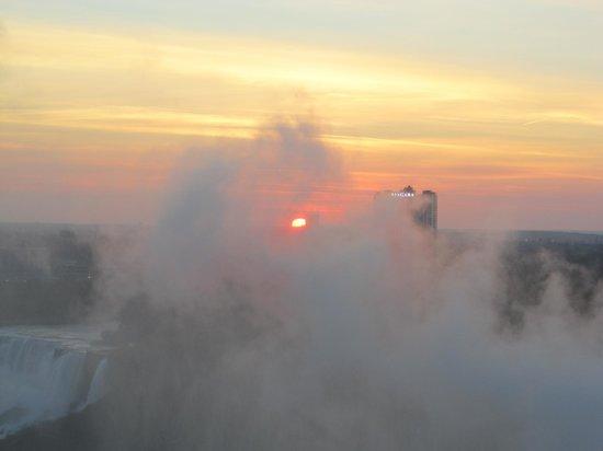 Niagara Falls Marriott Fallsview Hotel & Spa : Sunrise
