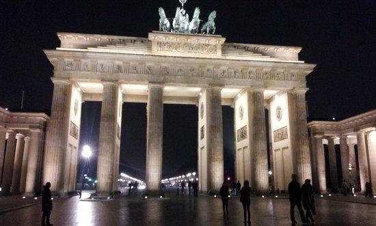 Novum Select Hotel Berlin Checkpoint Charlie: La porta di brandemburgo a 600 metri