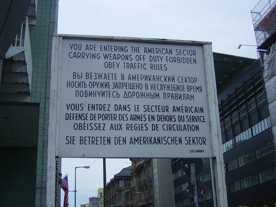 Winters Hotel Berlin Mitte Am Checkpoint Charlie: Check point charlie1