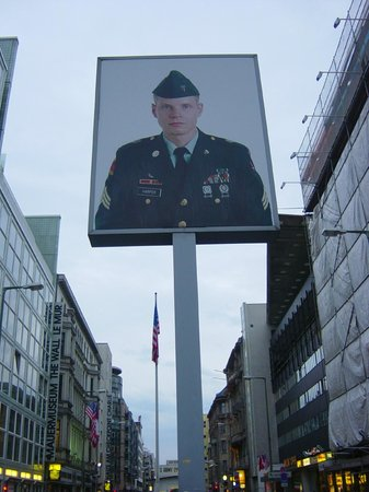 Select Hotel Berlin Checkpoint Charlie: Check point charlie3