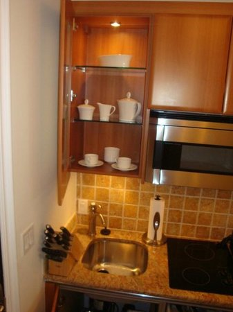Seven Stars Resort & Spa: kitchenette is stocked