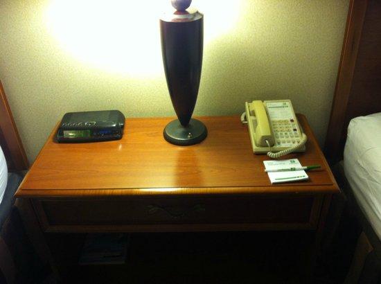 Holiday Inn Midtown / 57th St: desk