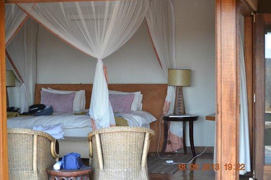 Rhulani Safari Lodge: looking into the chalet