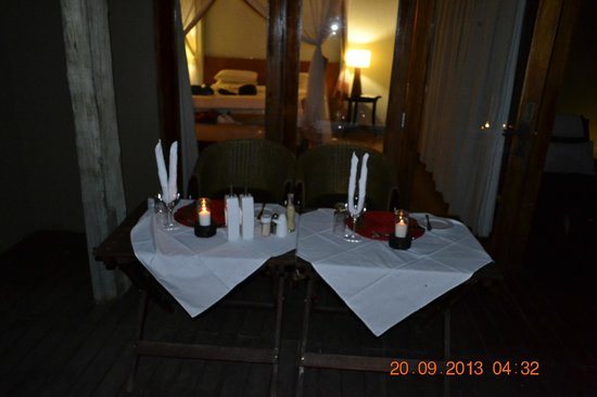 Rhulani Safari Lodge: private dinner at our chalet