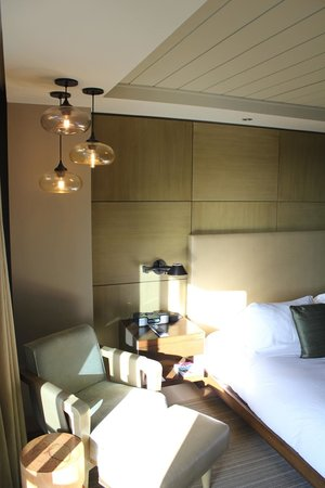 Hotel La Jolla, Curio Collection by Hilton: Loved the lighting!