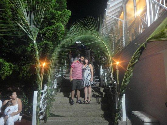 Hotel Blue Cove: La hermosa entrada al restaurante.