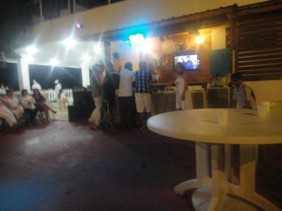 Hotel Blue Cove: El bar.