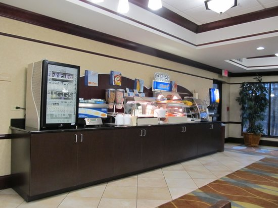 Holiday Inn Express Hotel & Suites: Breakfast Buffet