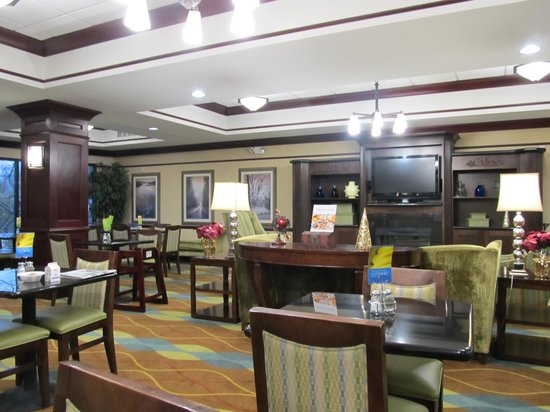 Holiday Inn Express Hotel & Suites: Seating area