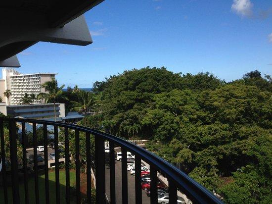 Castle Hilo Hawaiian Hotel : East view