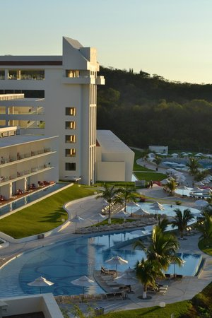 Secrets Huatulco Resort & Spa : View of the resort from the gym/spa area