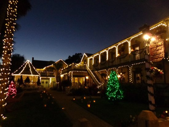 Bayfront Marin House Historic Inn : Beautiful lights at night!