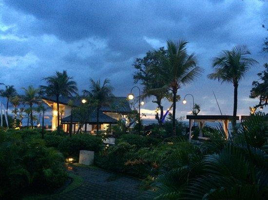 The Seminyak Beach Resort & Spa: Night view from my room