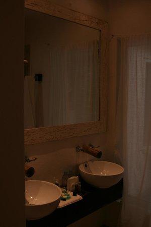 Cabanas Tulum : Bathroom sink area