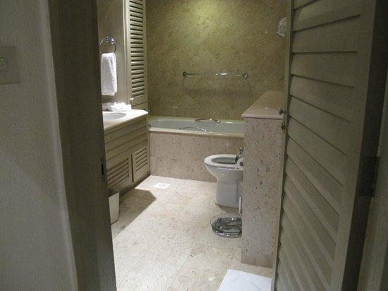 Goodwood Park Hotel : Bathroom