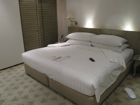 Goodwood Park Hotel: Bed
