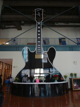 Gibson Factory : the front desk