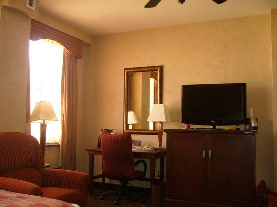 Drury Plaza Hotel San Antonio Riverwalk : Chambre/piscine extérieur