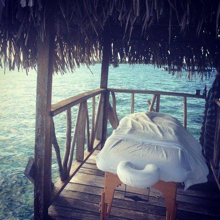 Thatch Caye Resort : Moments before my massage