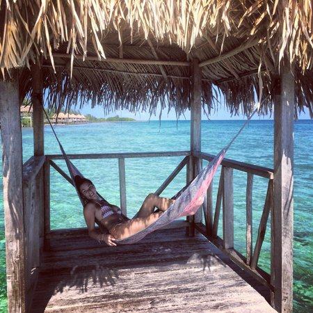 Thatch Caye Resort : Relaxing on the island